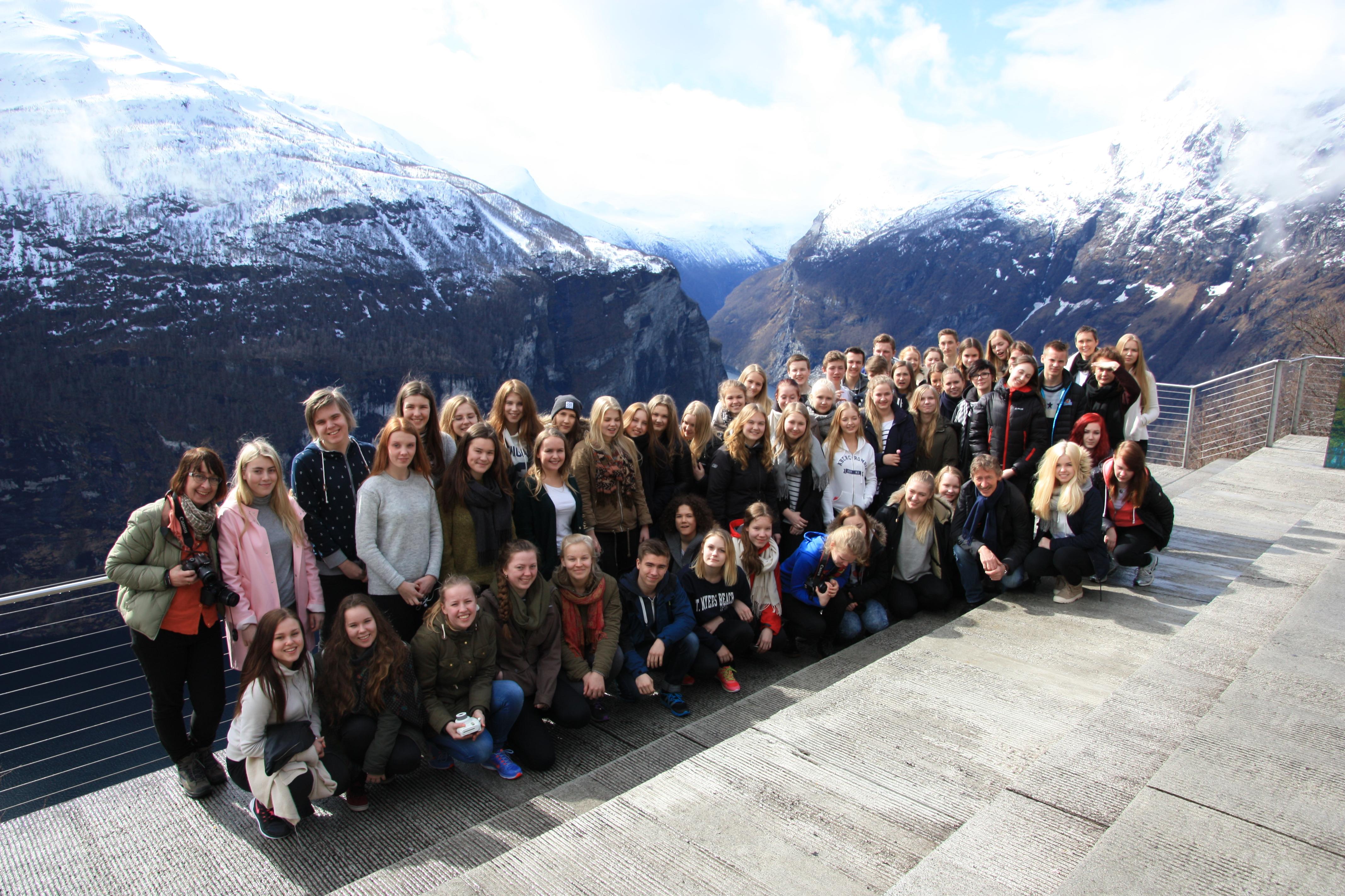 Kansainvälisyysryhmä Norjassa keväällä 2015. Tässä ryhmäkuvassa Geirangerissa.